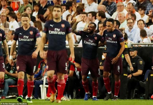 Valencia 2-4 Arsenal: Cú hattrick của Aubameyang - 11