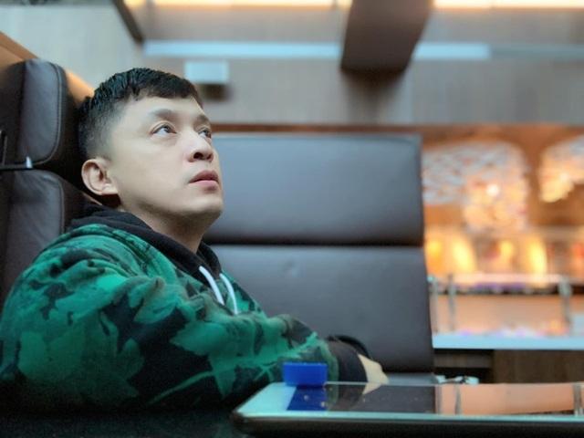 Ca sĩ Lam Trường phải ngủ ở sân bay vì mất giấy tờ - 1