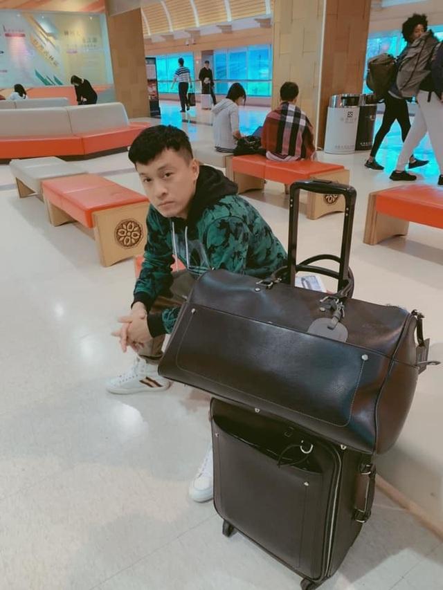 Ca sĩ Lam Trường phải ngủ ở sân bay vì mất giấy tờ - 2