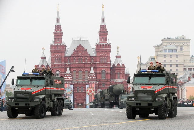 Cận cảnh dàn khí tài Nga phô diễn sức mạnh trong lễ duyệt binh - 12