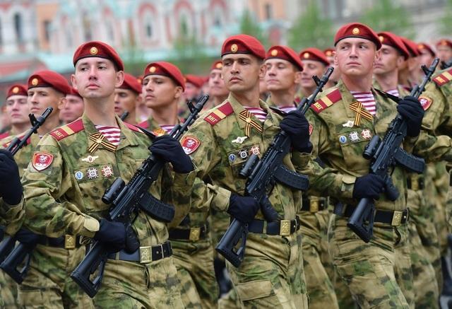 Cận cảnh dàn khí tài Nga phô diễn sức mạnh trong lễ duyệt binh - 5