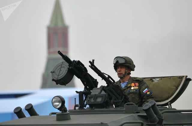 Cận cảnh dàn khí tài Nga phô diễn sức mạnh trong lễ duyệt binh - 11