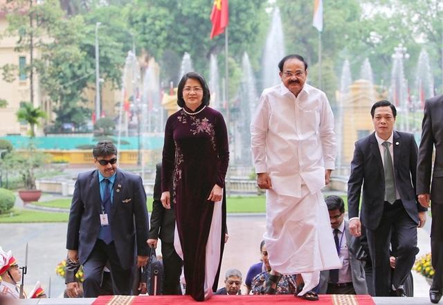 Phó Chủ tịch nước Đặng Thị Ngọc Thịnh chủ trì lễ đón Phó Tổng thống Ấn Độ - 5