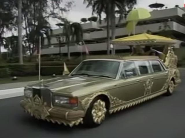 Sở hữu 500 siêu xe Rolls-Royce, Quốc vương Brunei sống xa hoa như thế nào? - 14