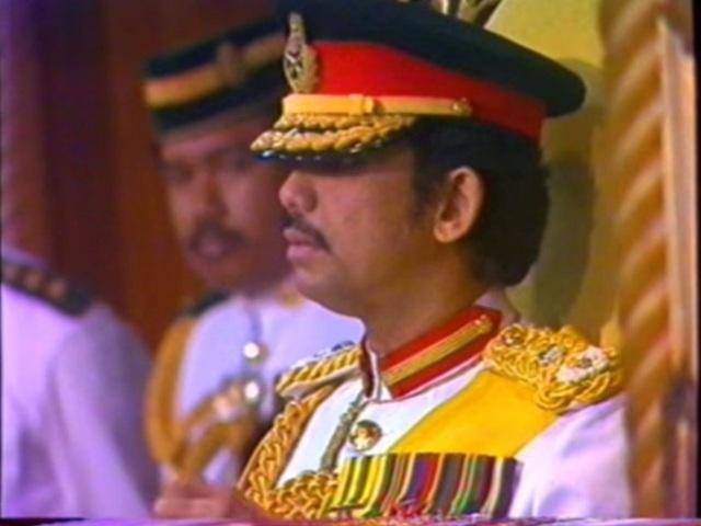 Sở hữu 500 siêu xe Rolls-Royce, Quốc vương Brunei sống xa hoa như thế nào? - 15