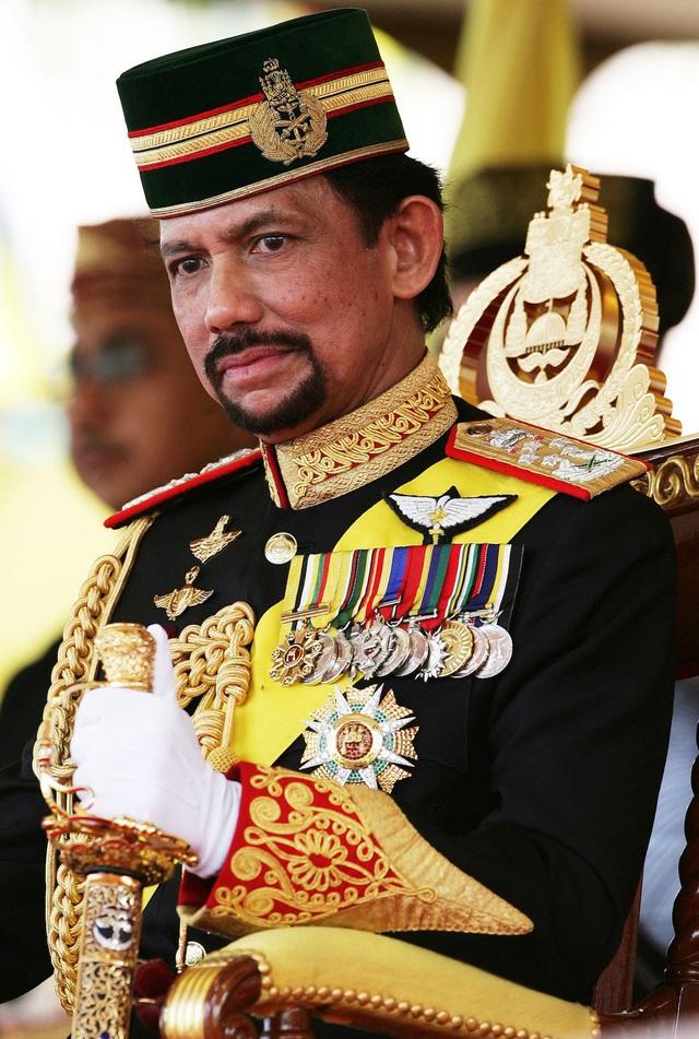 Sở hữu 500 siêu xe Rolls-Royce, Quốc vương Brunei sống xa hoa như thế nào? - 16