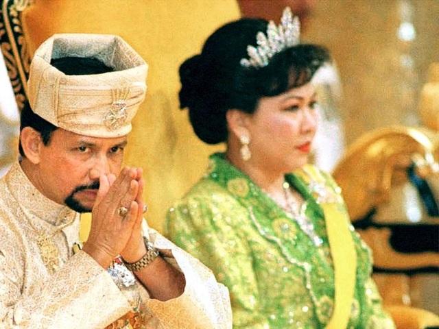 Sở hữu 500 siêu xe Rolls-Royce, Quốc vương Brunei sống xa hoa như thế nào? - 17