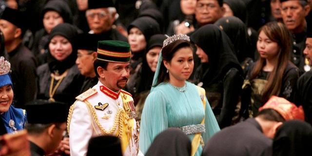 Sở hữu 500 siêu xe Rolls-Royce, Quốc vương Brunei sống xa hoa như thế nào? - 18