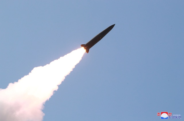 Video Mỹ phóng tên lửa 11 phút sau tên lửa Triều Tiên - 2