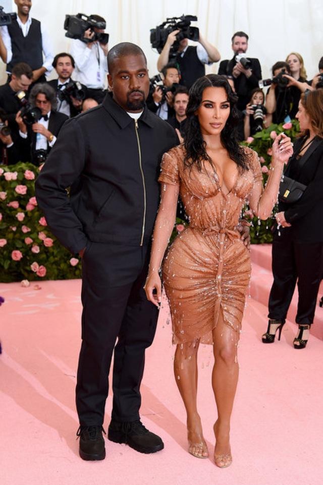 Kim Kardashian đón con thứ 4 nhờ người mang thai hộ - 3