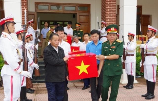 Thanh Hóa tiếp nhận 18 hài cốt liệt sĩ hy sinh tại Lào - 1