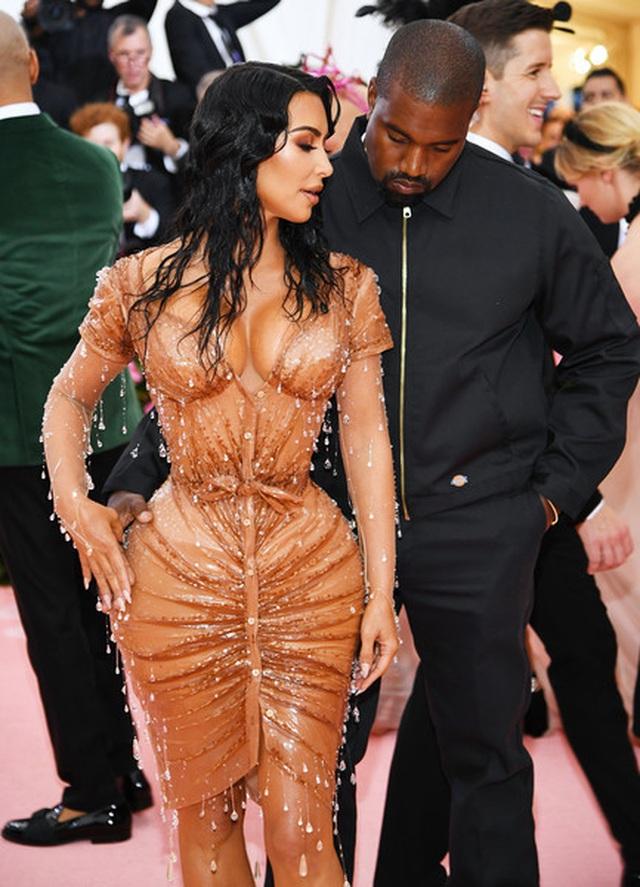 Kim Kardashian đón con thứ 4 nhờ người mang thai hộ - 2