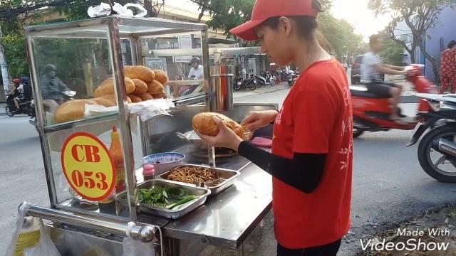 Khách Tây choáng với những kiểu lái xe độc nhất vô nhị ở Việt Nam - 3