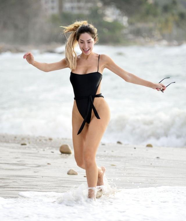 Farrah Abraham khoe ngực nảy nở trên biển - 1