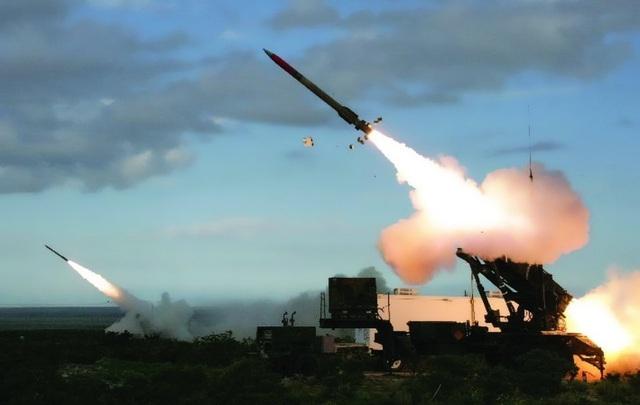 """Dàn khí tài uy lực Mỹ đưa tới Trung Đông """"nắn gân"""" Iran - 8"""
