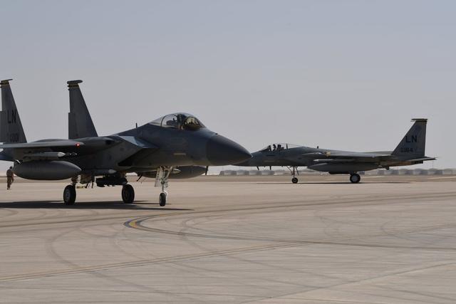 """Dàn khí tài uy lực Mỹ đưa tới Trung Đông """"nắn gân"""" Iran - 6"""
