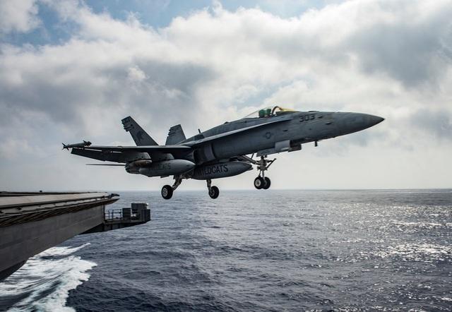 """Dàn khí tài uy lực Mỹ đưa tới Trung Đông """"nắn gân"""" Iran - 2"""