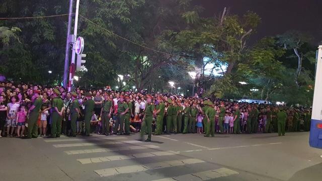 Thủ tướng cùng hàng vạn người dân dự Lễ hội Hoa Phượng đỏ 2019 - 4