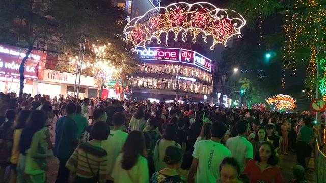 Thủ tướng cùng hàng vạn người dân dự Lễ hội Hoa Phượng đỏ 2019 - 2