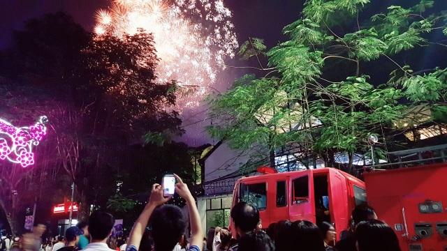 Thủ tướng cùng hàng vạn người dân dự Lễ hội Hoa Phượng đỏ 2019 - 6