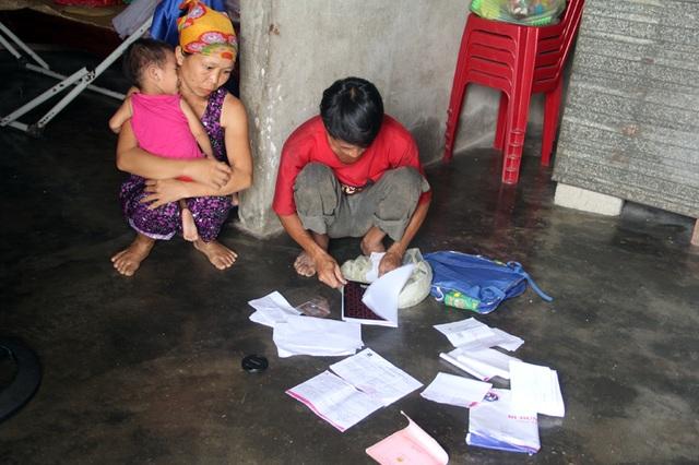 Gia đình nghèo kiết bất lực nhìn con gái 3 tuổi không có hậu môn chết mòn! - 9