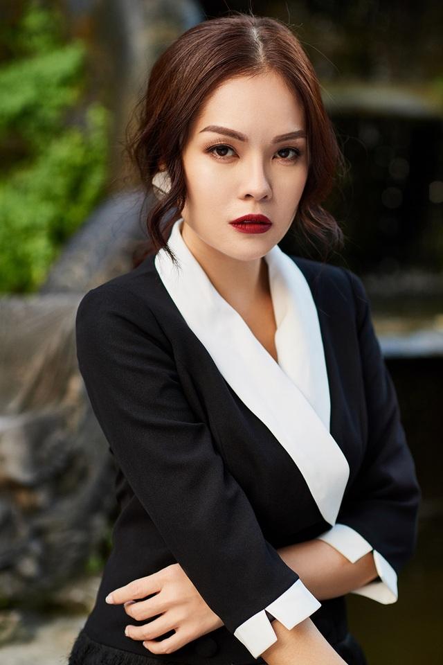 """Đồng nghiệp rủ nhau """"trùng tu"""" vòng 1, Dương Cẩm Lynh tuyên bố không cần ngực  """"khủng"""" - 4"""