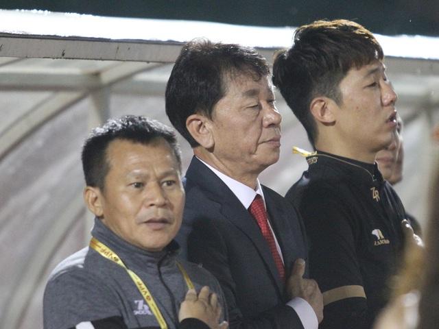 HLV người Hàn Quốc của CLB TPHCM phản ứng trọng tài - 1