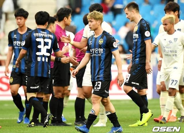 HLV Incheon United khen ngợi ngút trời Công Phượng - 1
