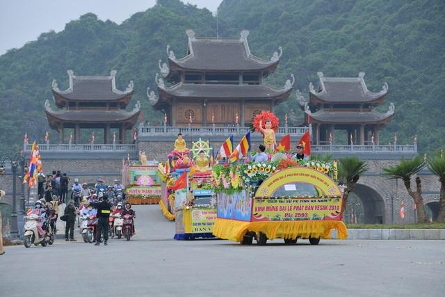 Hà Nam: 400 xe hoa tham gia rước Phật chào mừng Đại lễ Vesak 2019 - 12