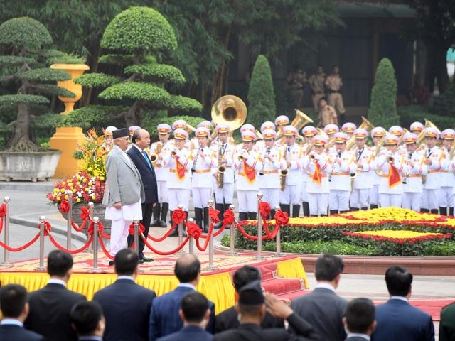 Thủ tướng Nguyễn Xuân Phúc đón người đồng cấp Nepal thăm chính thức Việt Nam - 1