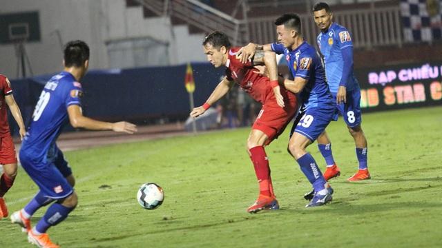 Hòa Quảng Nam, CLB TPHCM tiếp tục dẫn đầu bảng V-League - 2