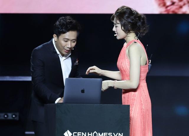 """Trấn Thành và Hari Won dự sự kiện vẫn tình tứ và... """"lầy lội"""" - 5"""