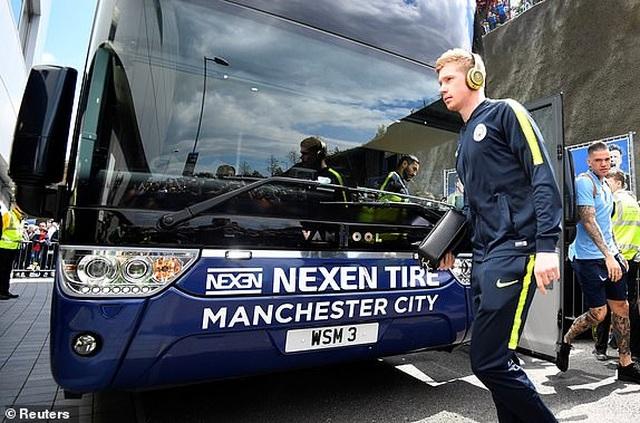 Brighton 1-4 Man City: Thầy trò Guardiola vô địch Premier League - 16