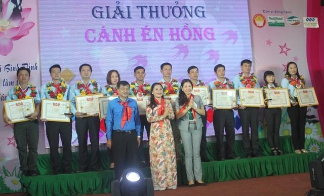 Bình Định: Trao 55 suất học bổng cho học sinh nghèo học giỏi - 3