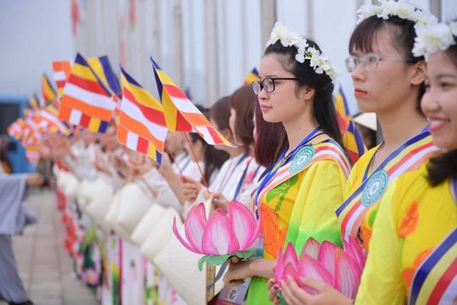 Hàng vạn người đổ về chùa Tam Chúc dự Đại lễ Phật đản Vesak 2019 - 14