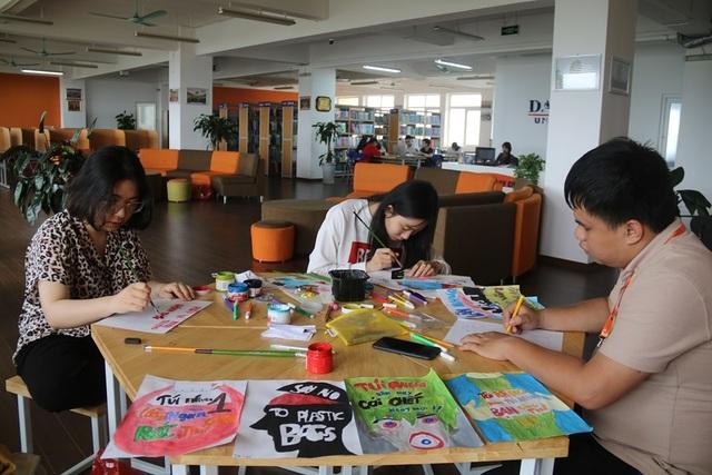 """Hà Nội: Sinh viên xuống đường truyền thông điệp """"nói không"""" với túi nilon - 1"""