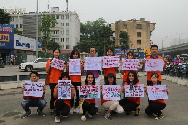 """Hà Nội: Sinh viên xuống đường truyền thông điệp """"nói không"""" với túi nilon - 2"""