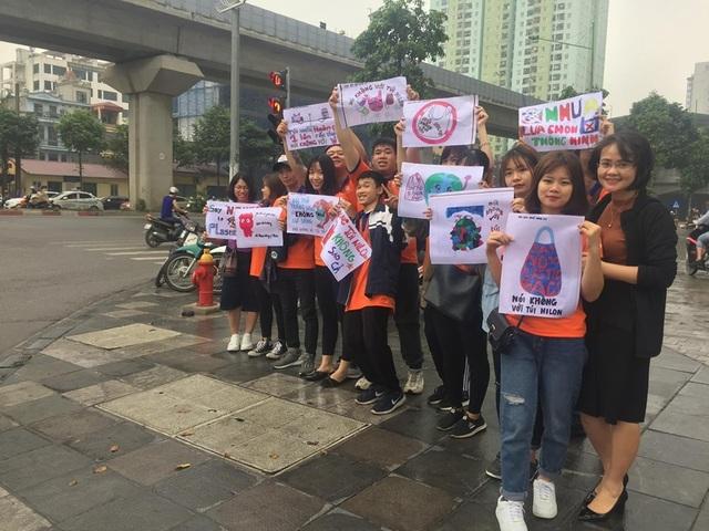 """Hà Nội: Sinh viên xuống đường truyền thông điệp """"nói không"""" với túi nilon - 4"""