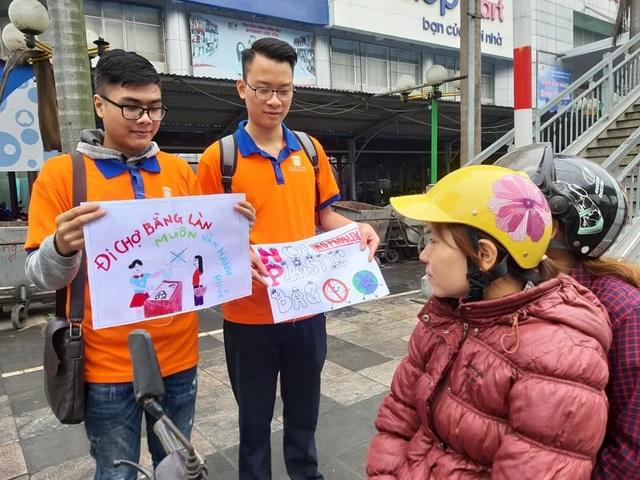 """Hà Nội: Sinh viên xuống đường truyền thông điệp """"nói không"""" với túi nilon - 5"""