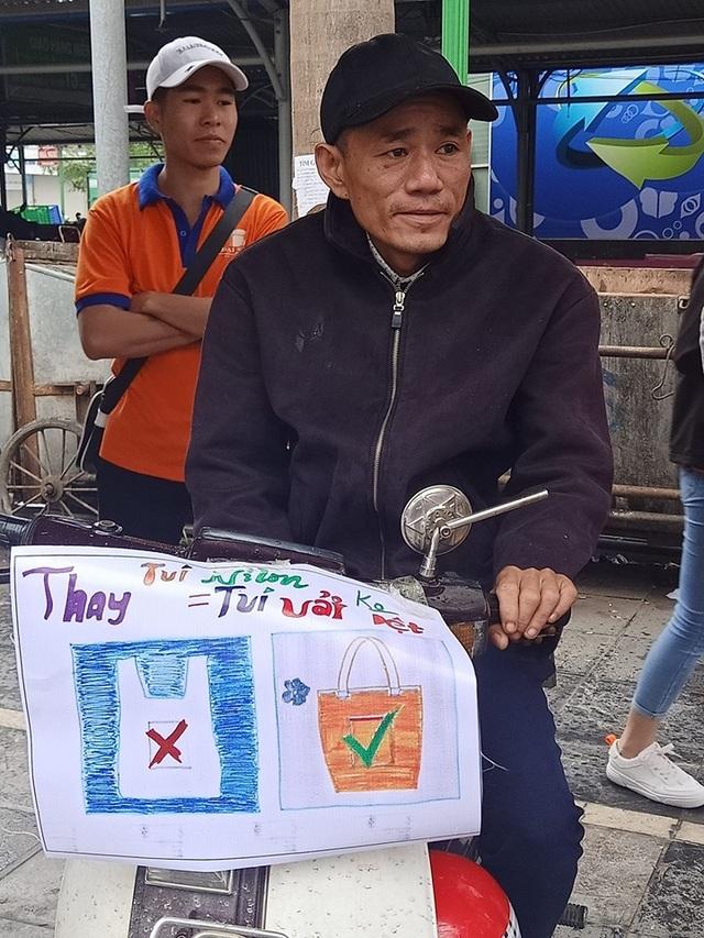 """Hà Nội: Sinh viên xuống đường truyền thông điệp """"nói không"""" với túi nilon - 6"""