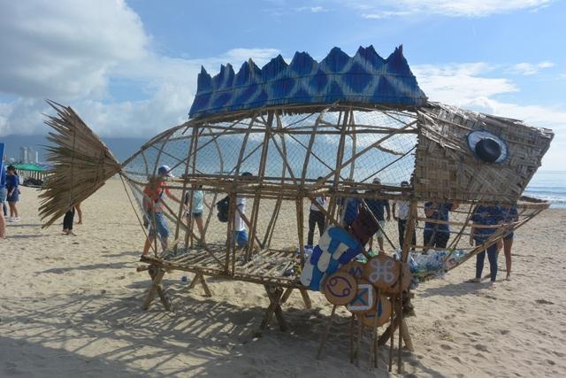 """Đà Nẵng ra mắt Bống - Goby """"ăn"""" rác thải nhựa ở bãi biển du lịch - 1"""