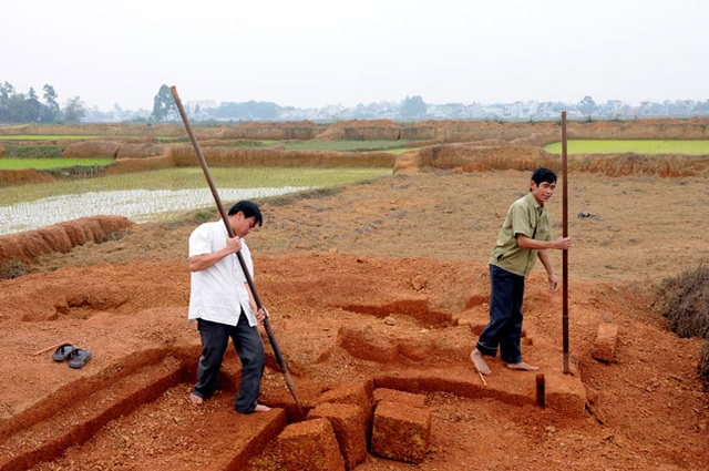 Kỳ công nghề đá ong ở Bình Yên - 1