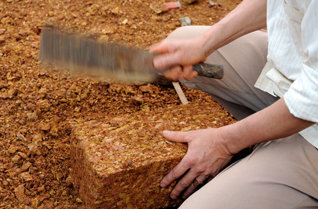 Kỳ công nghề đá ong ở Bình Yên - 5