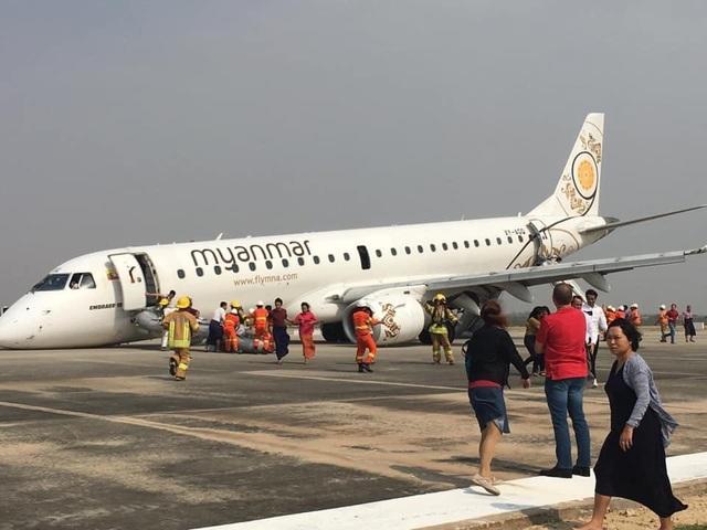 Máy bay Myanmar chở 89 người thoát hiểm nhờ hạ cánh bằng mũi - 1
