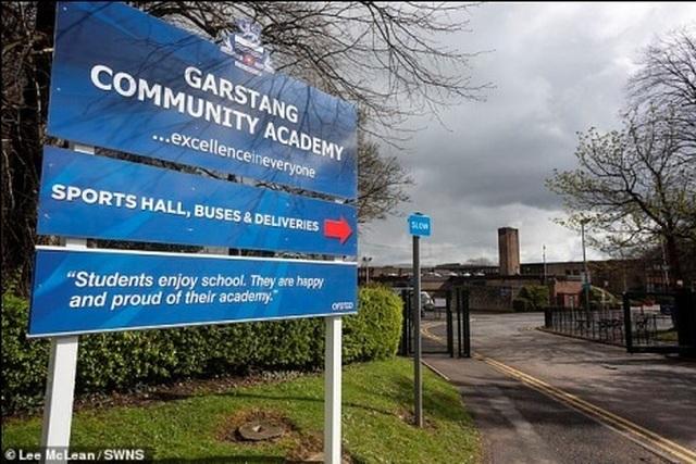 Anh: Tranh cãi chuyện hiệu trưởng cấm học sinh uống nước trong giờ học - 1