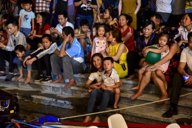 Hàng vạn người chen chân xem bắn pháo hoa tại chùa Tam Chúc - 10