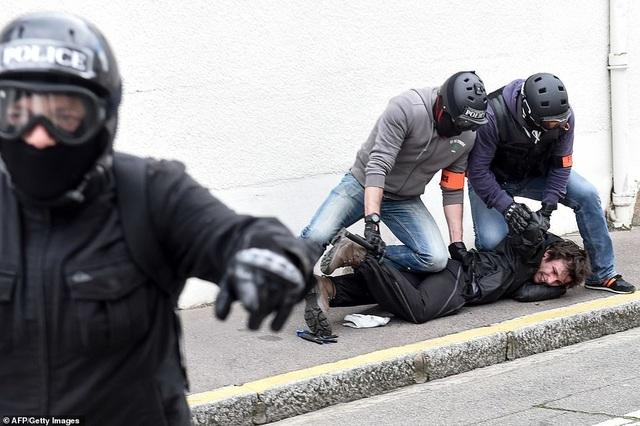 Phe Áo vàng xuống đường, bạo động bùng phát trở lại tại Pháp - 5