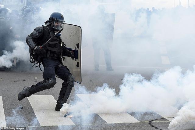 Phe Áo vàng xuống đường, bạo động bùng phát trở lại tại Pháp - 8