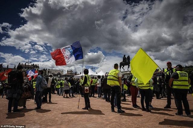 Phe Áo vàng xuống đường, bạo động bùng phát trở lại tại Pháp - 2