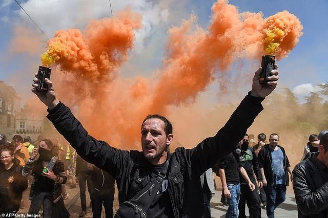 Phe Áo vàng xuống đường, bạo động bùng phát trở lại tại Pháp - 10